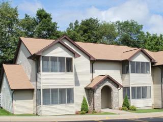 6214 Rockwell Dr NE, Cedar Rapids, IA 52402