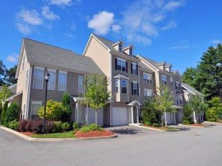 200 Avalon Dr, Bedford, MA 01730