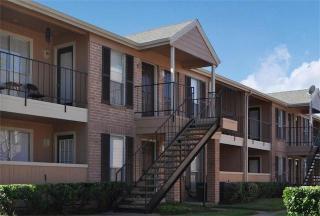 3950 Ashburnham Dr, Houston, TX 77082