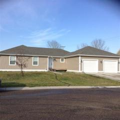 812 3rd St SE, Stanley, ND 58784