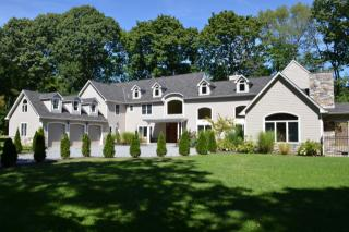 27 Cow Neck Rd, Sands Point, NY 11050