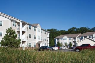 60 Macarthur Cir E, South Portland, ME 04106
