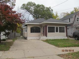 1038 Calvin Ave SE, Grand Rapids, MI 49506