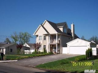 406 Vanderbilt Blvd, Oakdale, NY 11769