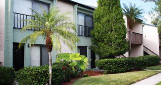 305 Glades Cir, Largo, FL 33771