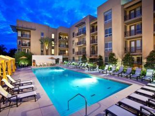 6300 Variel Ave, Woodland Hills, CA 91367