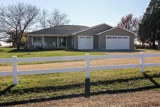 25980 Scott Park Rd, Eldridge, IA 52748