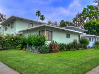 13401 Riverside Dr, Sherman Oaks, CA 91423
