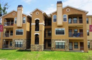 115 E Hawkins Pkwy, Longview, TX 75605
