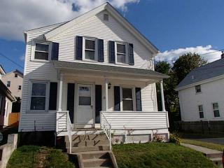 20 7th St, East Providence, RI 02914