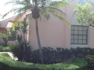 2690 Mikasa Dr, West Palm Beach, FL 33410