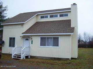 1161 Glade Dr, Long Pond, PA 18334