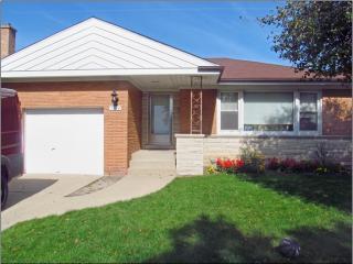 5724 Keeney St, Morton Grove, IL 60053
