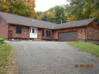 9500 Fox Valley Dr, Corcoran, MN 55340