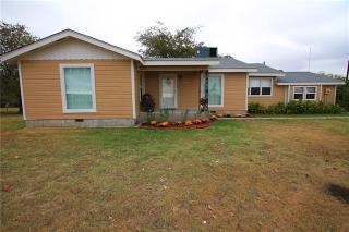 9518 Breezy Rd, Krum, TX 76249