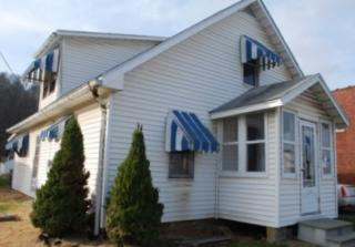 212 5th St, Letart, WV 25253