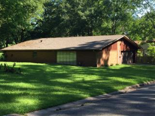 312 Elliott St, Center, TX 75935