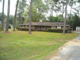 111 E Brumby Ave, Reidsville, GA 30453