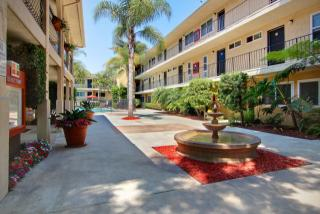 8655 Belford Ave, Los Angeles, CA 90045