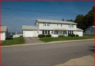 8 Constitution Ave, Middletown, RI 02842
