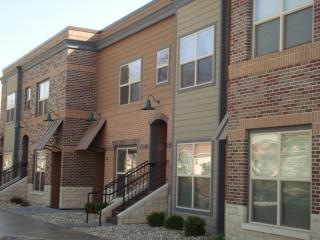 520 N 4th St #214, Manhattan, KS 66502