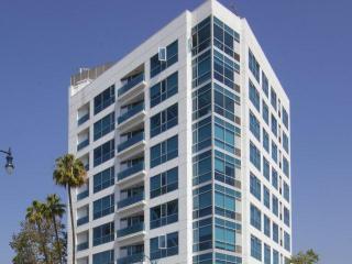 8601 Wilshire Blvd, Beverly Hills, CA 90211