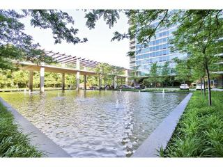 9715 Woods Dr #808, Skokie, IL 60077