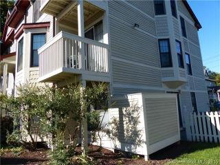 82 Front St, New Haven, CT 06513