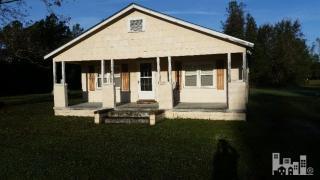 661 Riegel Course Rd, Riegelwood, NC 28456
