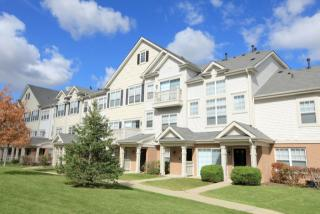 50 Canterfield Pkwy W, West Dundee, IL 60118