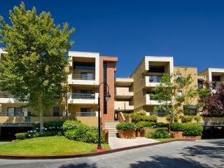 10979 Bluffside Dr, Studio City, CA 91604