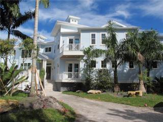 819 Mangrove Point Road, Sarasota FL