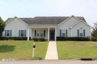 697 Sunpointe Dr, Hope Mills, NC 28348