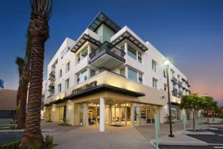 7461 Edinger Ave, Huntington Beach, CA 92647