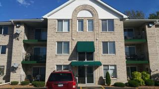 9007 S Roberts Rd #3A, Hickory Hills, IL 60457