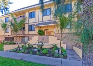 13220 Riverside Dr, Sherman Oaks, CA 91423