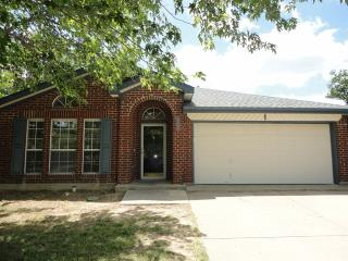 2212 Whispering Wind St, Fort Worth, TX 76108