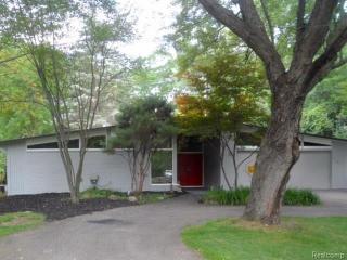 31075 Pear Ridge Rd, Farmington Hills, MI 48334