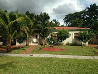 571 Lee Dr, Miami Springs, FL 33166