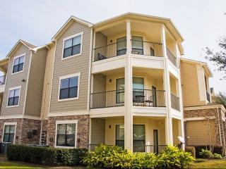 630 Colony Lake Estates Dr, Stafford, TX 77477