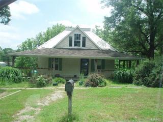 476 Walnut St, Bourbon, MO 65441
