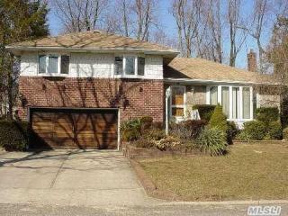 23 Schoenfield Ln, Melville, NY 11747