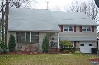 843 Country Club Dr, Teaneck, NJ 07666