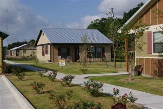 790 E Boundary St, Giddings, TX 78942