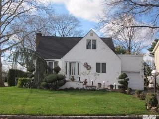 101 Greenway W, New Hyde Park, NY 11040