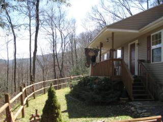 860 Creekside Dr, Maggie Valley, NC 28751