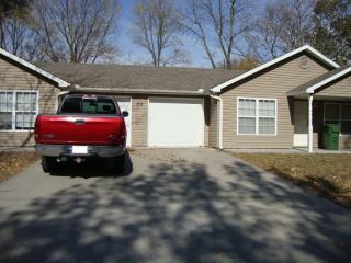215 E Oak St, Clinton, MO 64735