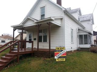 219 1/2 N East St, Winchester, IN 47394