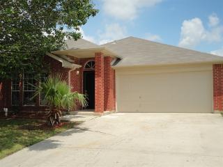 2108 N Kirbywood Trl, Grand Prairie, TX 75052