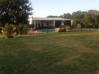513 Pleasant Grove Road, Elgin TX